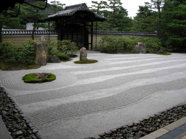 Zen garden pictures and the world of karesansui kawaii for Japanese zen garden