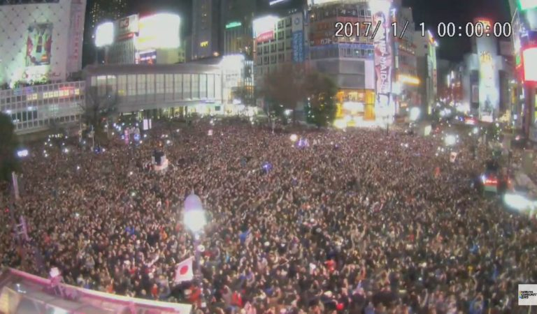 Happy New Year! 67 thousand people counted down in Shibuya! The scrambled intersection has become the first 'pedestrian paradise'!