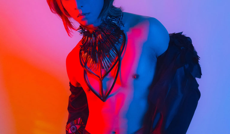 "YOSHIKI Fashion Photobook ""XY"" to be released in November"